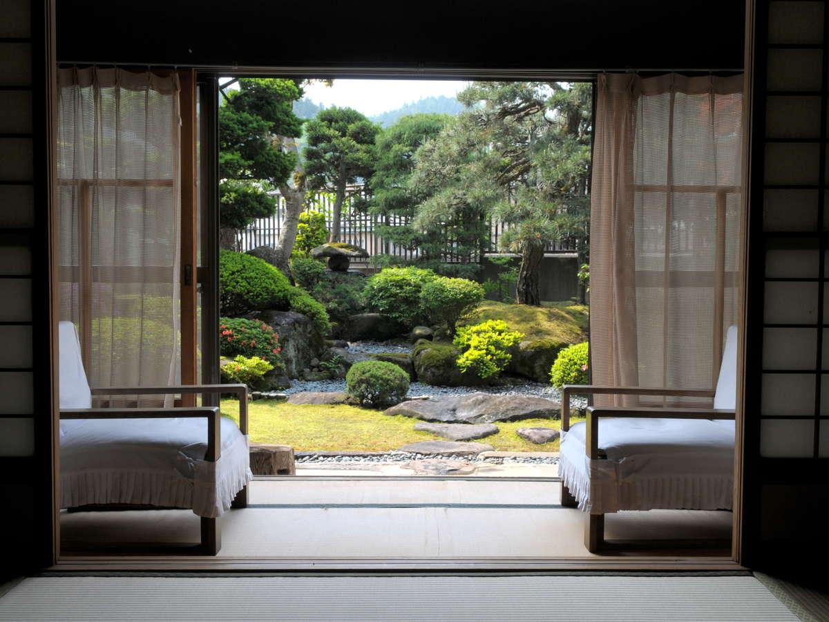 朝食会場から眺める庭園