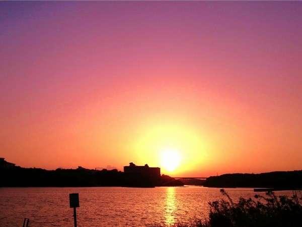 賢島大橋にかかる夕日。日本夕日百選の絶景です。
