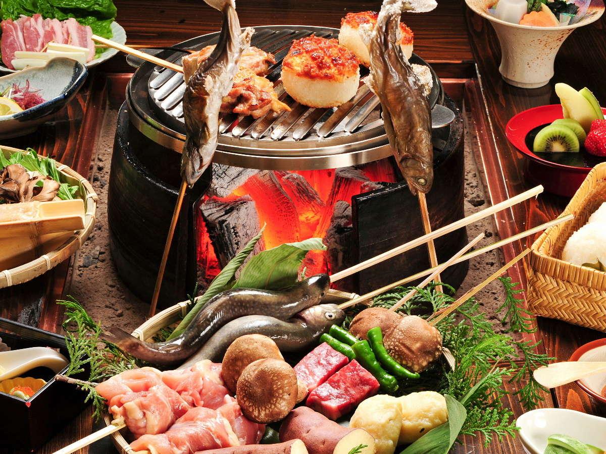 ≪炭火山里料理≫当館名物炭火料理!この料理が人気の秘密♪好評の炭火料理をご堪能ください。