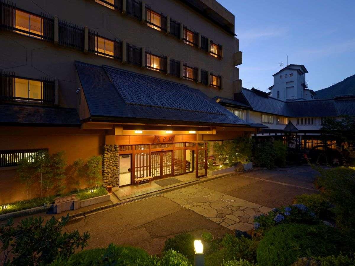 老舗旅館の風格!~夕暮れ時の外観~