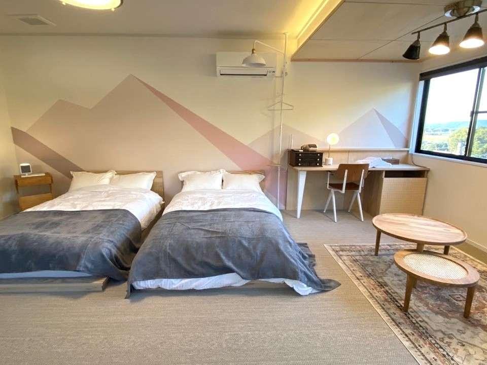 【本館202号室/洋室14畳ツイン】セミダブルベッドなのでゆったりとご利用いただけます。