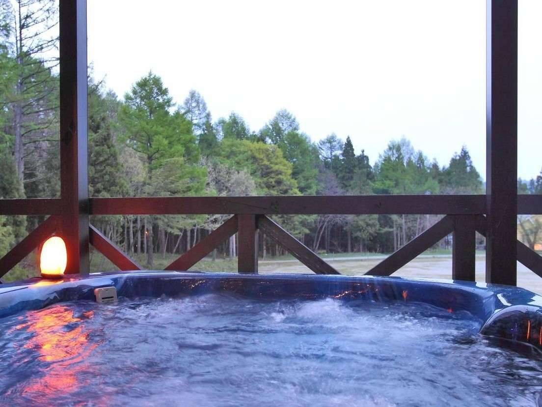 天気の良い日は幻想的な満天の星空を満喫できる貸切のジャグジー露天風呂☆