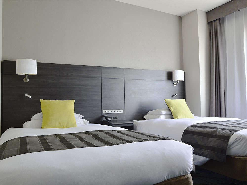 【客室】プレミアムツイン・部屋広さ…21㎡・宿泊人数…1~2名・ベッド幅…120cm