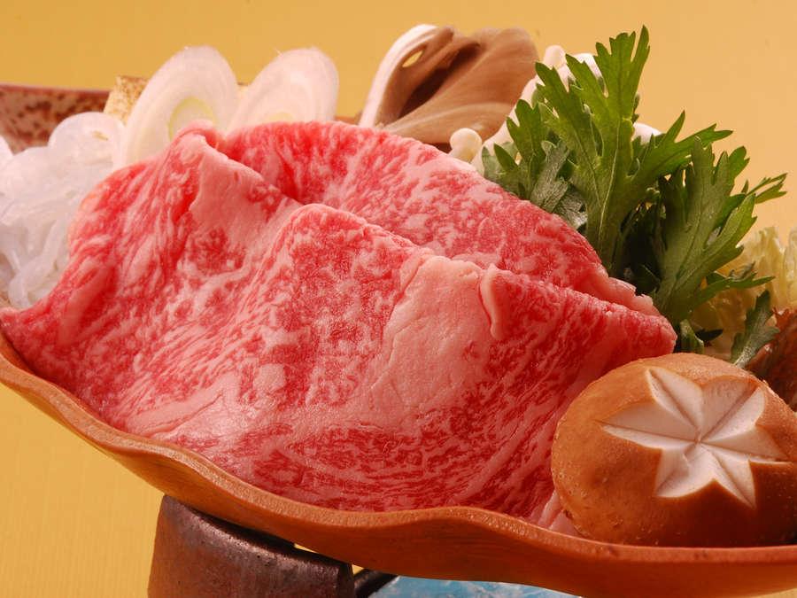 黒毛和牛を使ったすき焼きは業界の平均(60g)1.5倍 90g 肉量!