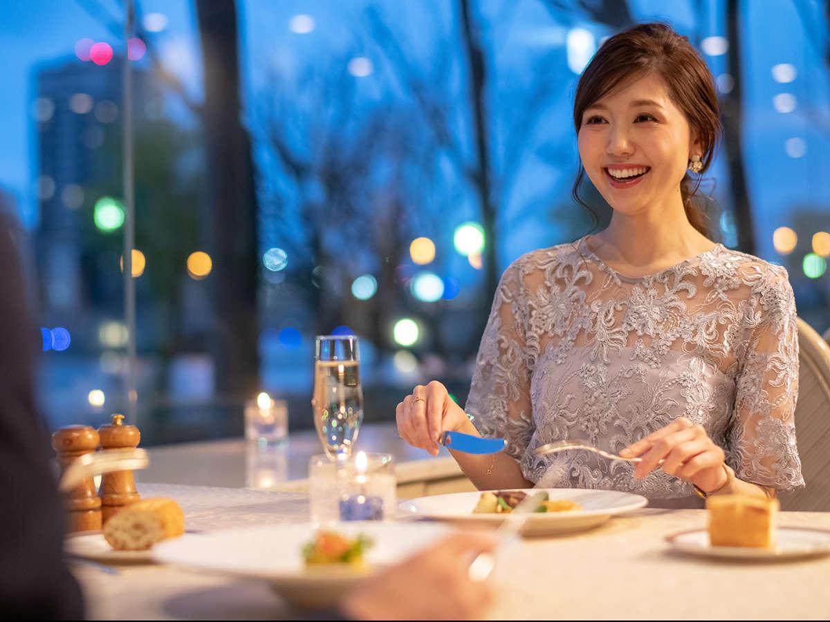 【フランス料理-ベルビュー】煌めく信濃川と萬代橋を眺めながら過ごす、優雅なオトナ時間。