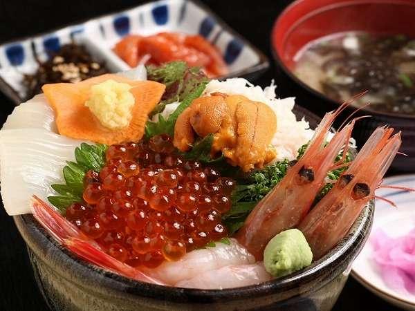 【選べる朝食】ホテルのお部屋に海鮮丼が届くプランもございます!