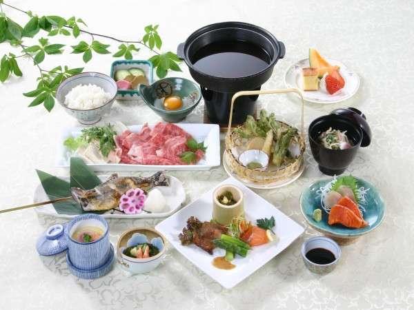 秋田県産牛や地物の食材を活かした夕食の一例。