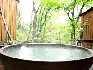 新緑の中の貸切露天風呂「きすげ」