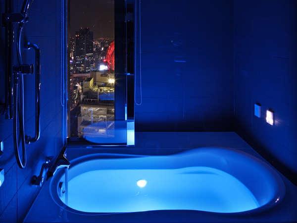 最上階「グランヴィアフロア」コンフォートツイン  10色の光が変化する光浴をご体感いただける水中照明