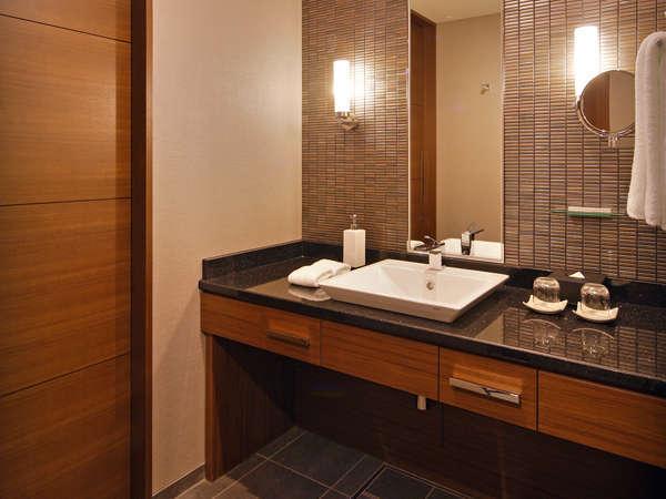 最上階「グランヴィアフロア」スーペリアダブル 上質な雰囲気の洗面コーナー