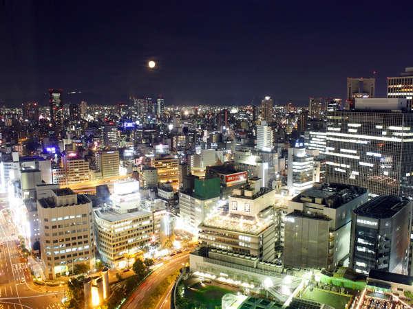 ホテルグランヴィア大阪 ゲストルームからの眺望。高層階からの夜景をご堪能いただけます(一部除く)