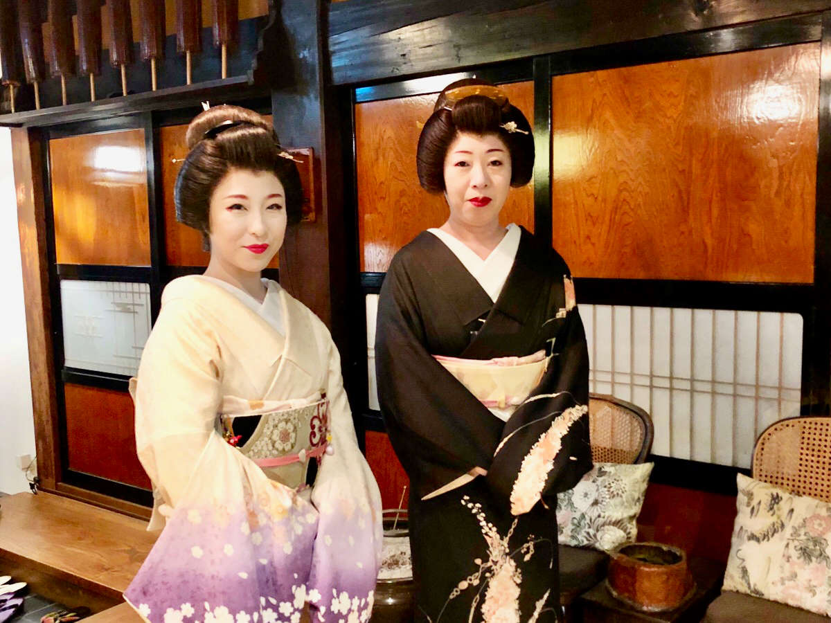 会津東山芸妓。昔なつかしの遊びを堪能してみてはいかが?
