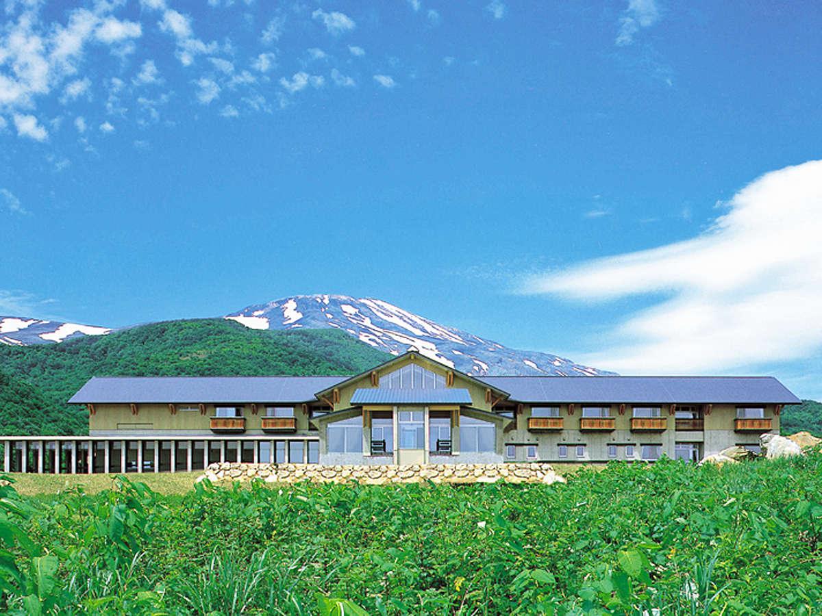 *【外観】雄大な景色を満喫できる、登山のベースキャンプに最適な山荘です。