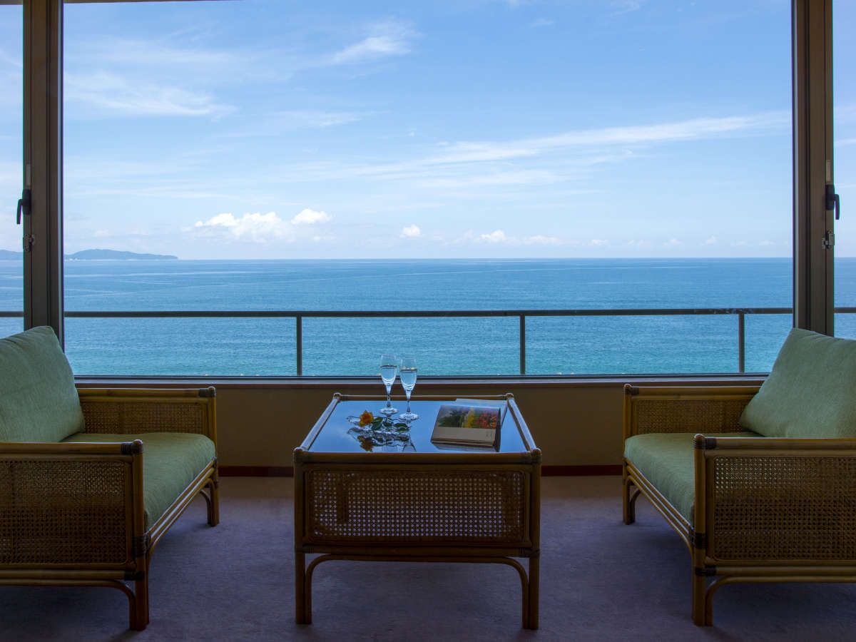 海側客室からの日本海の眺めは絶景です!まるで客船にのっているようと仰るお客様も。