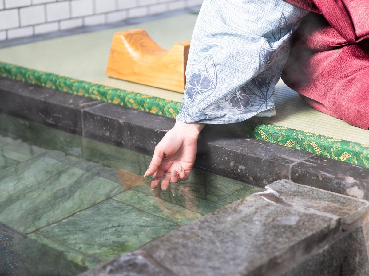 心と身体のバランスを整え、癒しと健康をもたらすとされる天照石をふんだんに使用した温泉です。