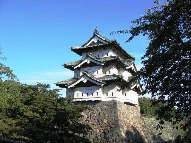 ◆400年の歴史を持つ『弘前城』(現在、修繕工事のため移動しています)