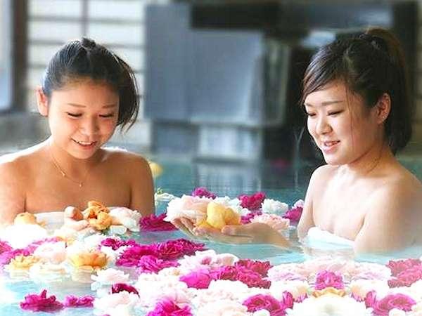 ☆SNSでも人気☆女性限定のバラ風呂で心も身体もリラックス♪贅沢なひとときをお過ごし下さい