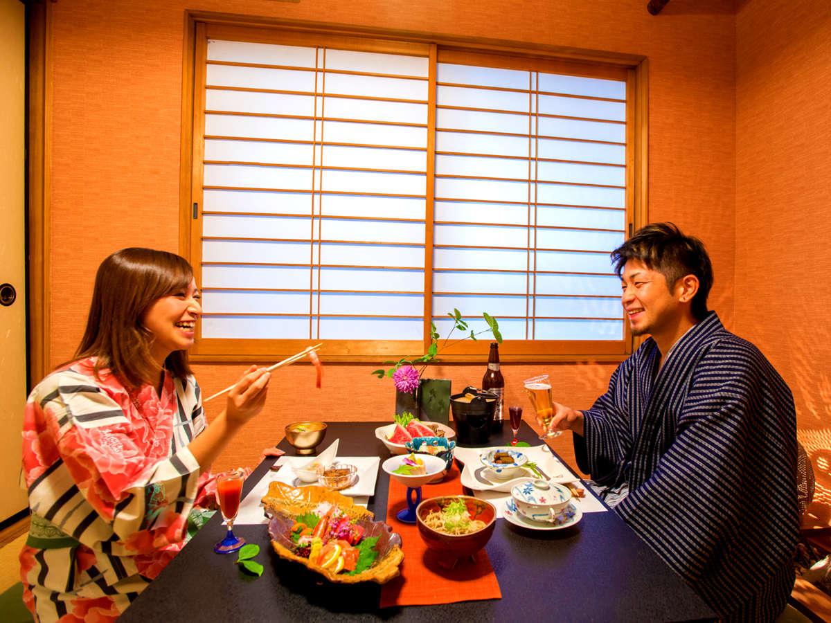 """ご夕食は料亭の【個室】でのお食事。""""2人きりの時間""""を心置きなく♪(客室により異なります)"""