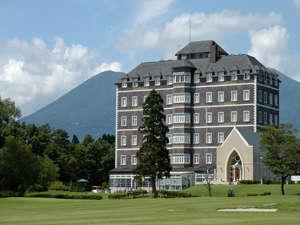 ロイヤルリゾート那須高原の大自然に佇む瀟洒なホテル。本格リゾートで優雅な休日を…。