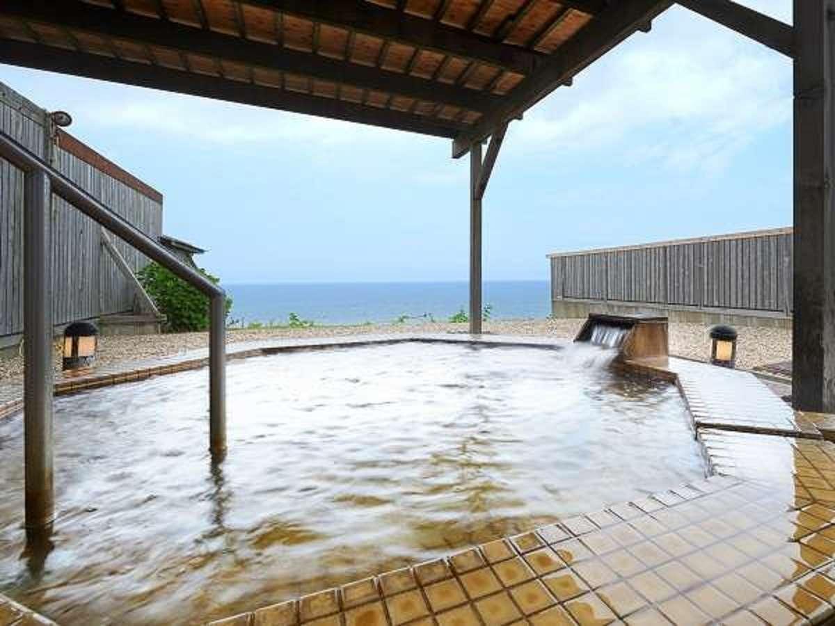 日本海の絶景に面した洋風露天風呂