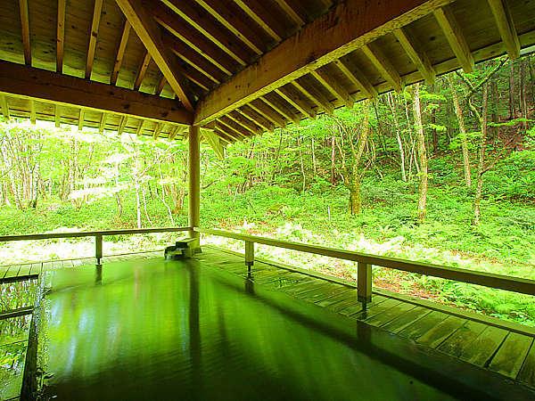 四季折々の自然に包まれ癒される…露天風呂「慶長の湯」