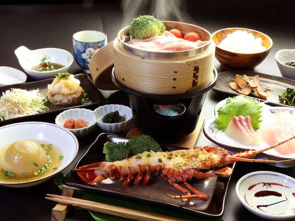 【夕食】スタンダード+伊勢海老鬼殻焼き一例。海の幸山の幸が楽しめます。