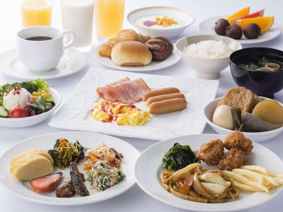 <朝食バイキング>ご当地メニューの姫路おでん・アーモンドトースト含め、品数約30品とボリューム満点。