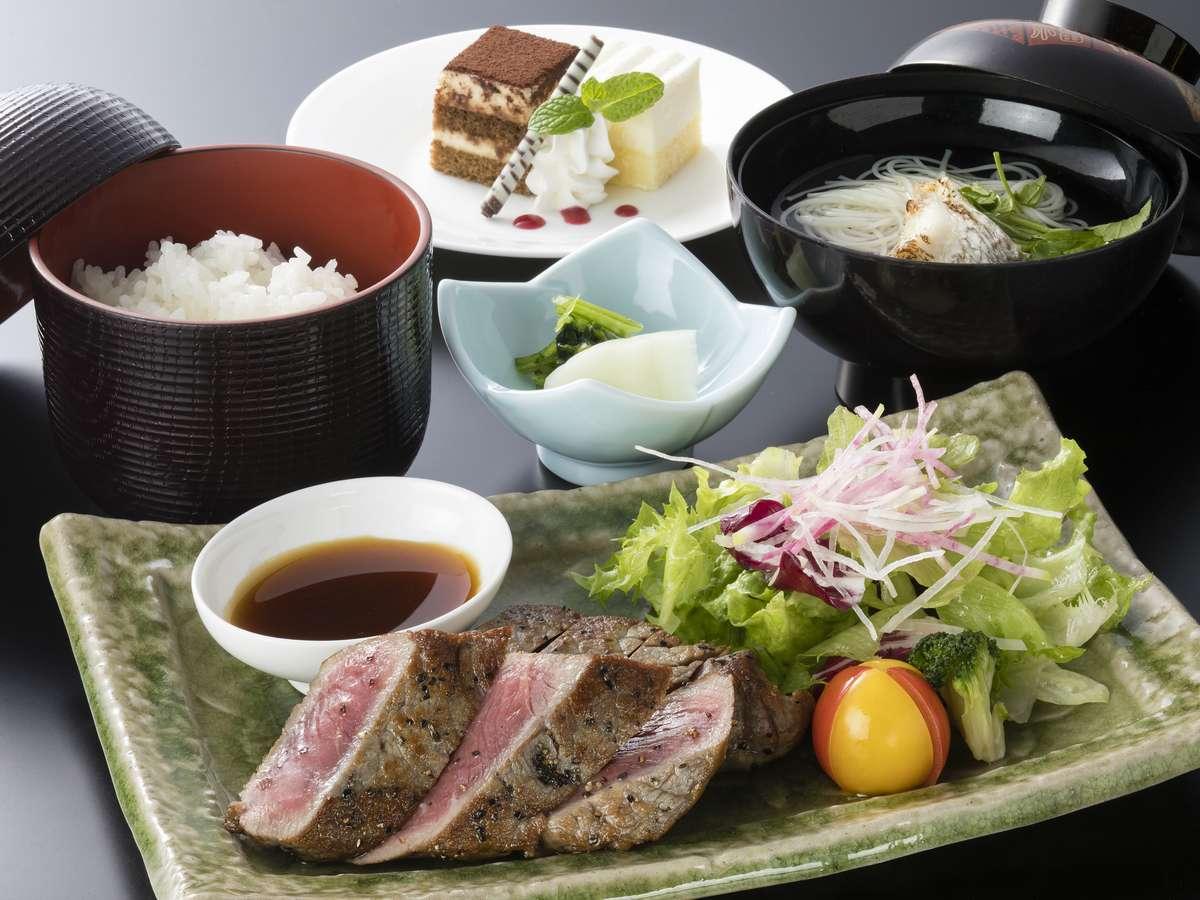 <カフェ&ダイニング白鷺 夕食付きプラン>ステーキ定食 料理長厳選の牛ロース肉を使用しています。