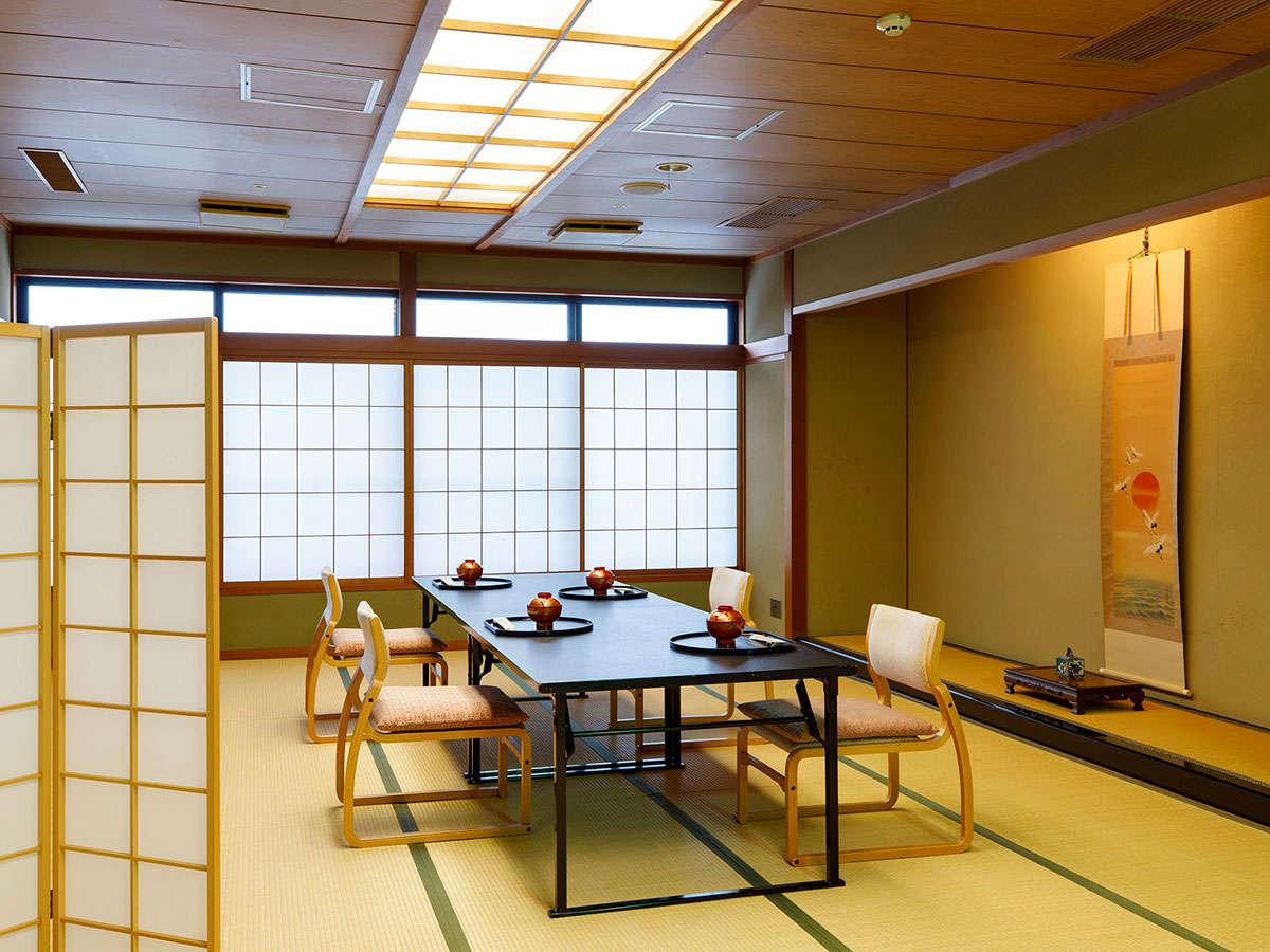 食事場所はお客様だけの専有スペースで召し上がれます。3名様までは客室、4名様からは個室食事処をご用意
