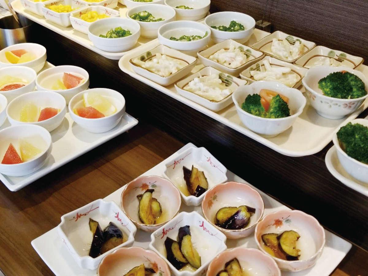 感染症蔓延防止策の一環として、お食事は一皿一皿をお取り分けした状態でご用意しております。