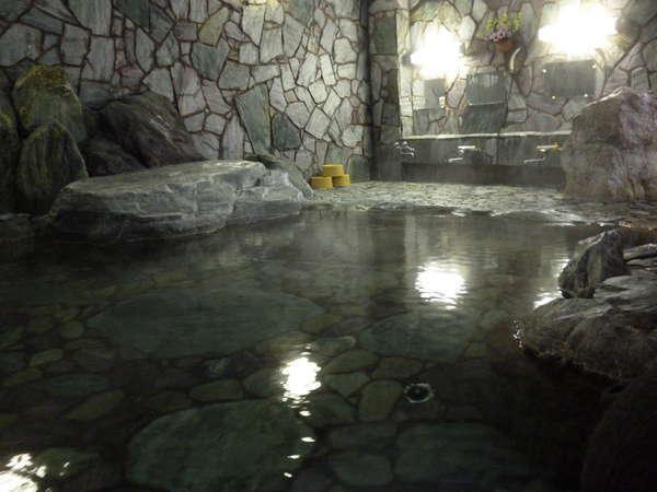 カップル・ファミリーに人気!広々とした貸切家族岩風呂
