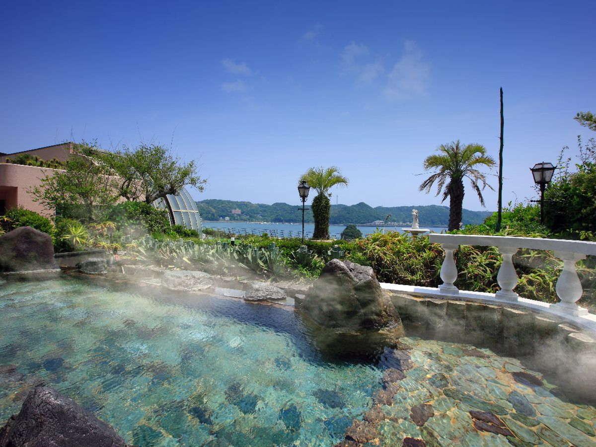 ■大浴場:露天風呂■大海原と青空のコントラストが開放的!自慢の露天風呂は身も心も洗われると好評です♪
