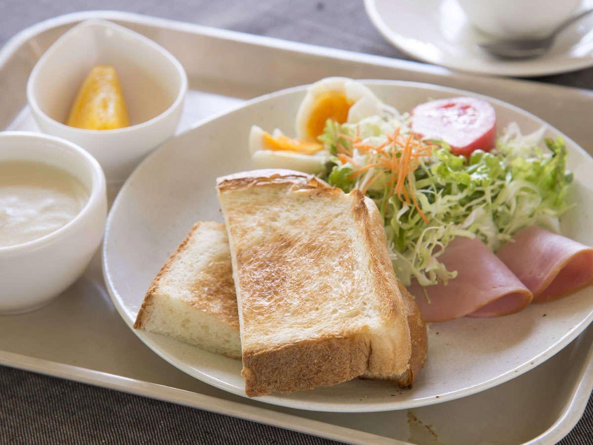 【洋朝食】トースト、サラダ、スープ、フルーツなどの洋朝食です