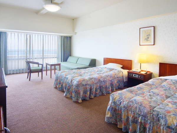 【洋室】ベッドはセミダブル3名様以上はソファベッドとなります。※写真はイメージです。