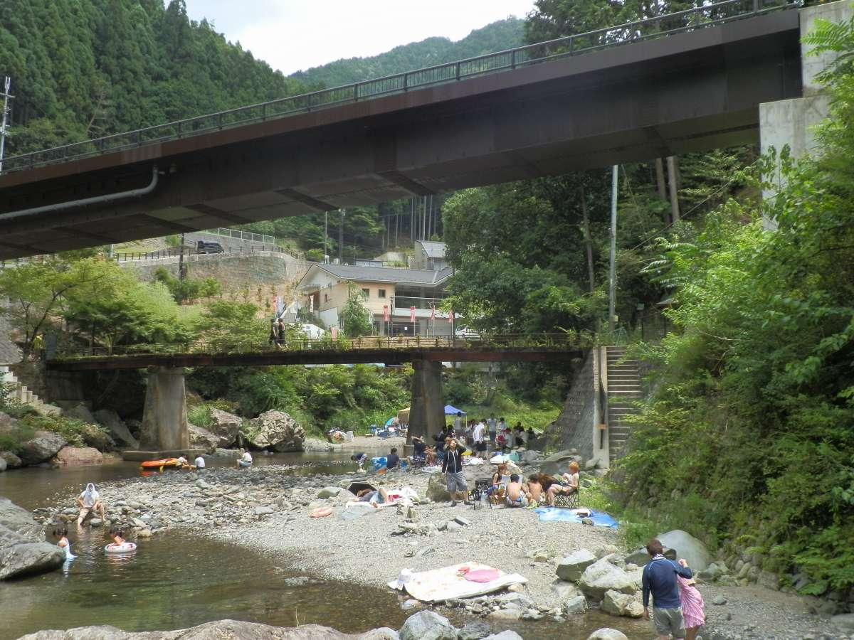 【玉川峡】夏には当館から徒歩1分で川遊びが楽しめます♪