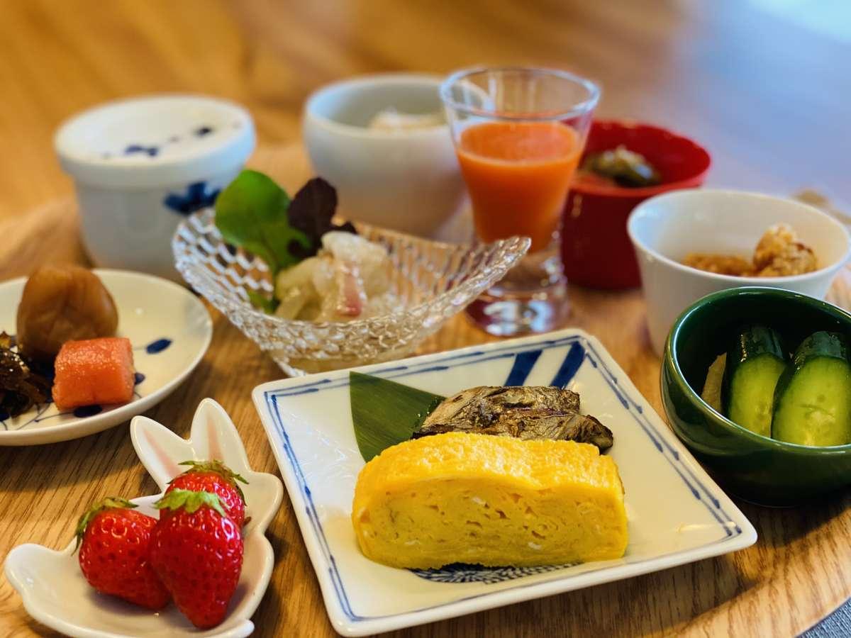 【朝食】「心(満足)と体(健康)」を満たして 健やかで美しい一日の始まりにふさわしい、朝ごはん。