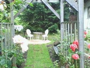 春から秋にかけて50種類以上のバラが咲く、アップリケガーデン