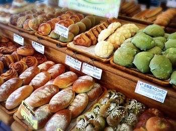 朝食は焼きたてパンを☆★70種類より2個お選びいただけます☆★コーヒーおかわり自由!!