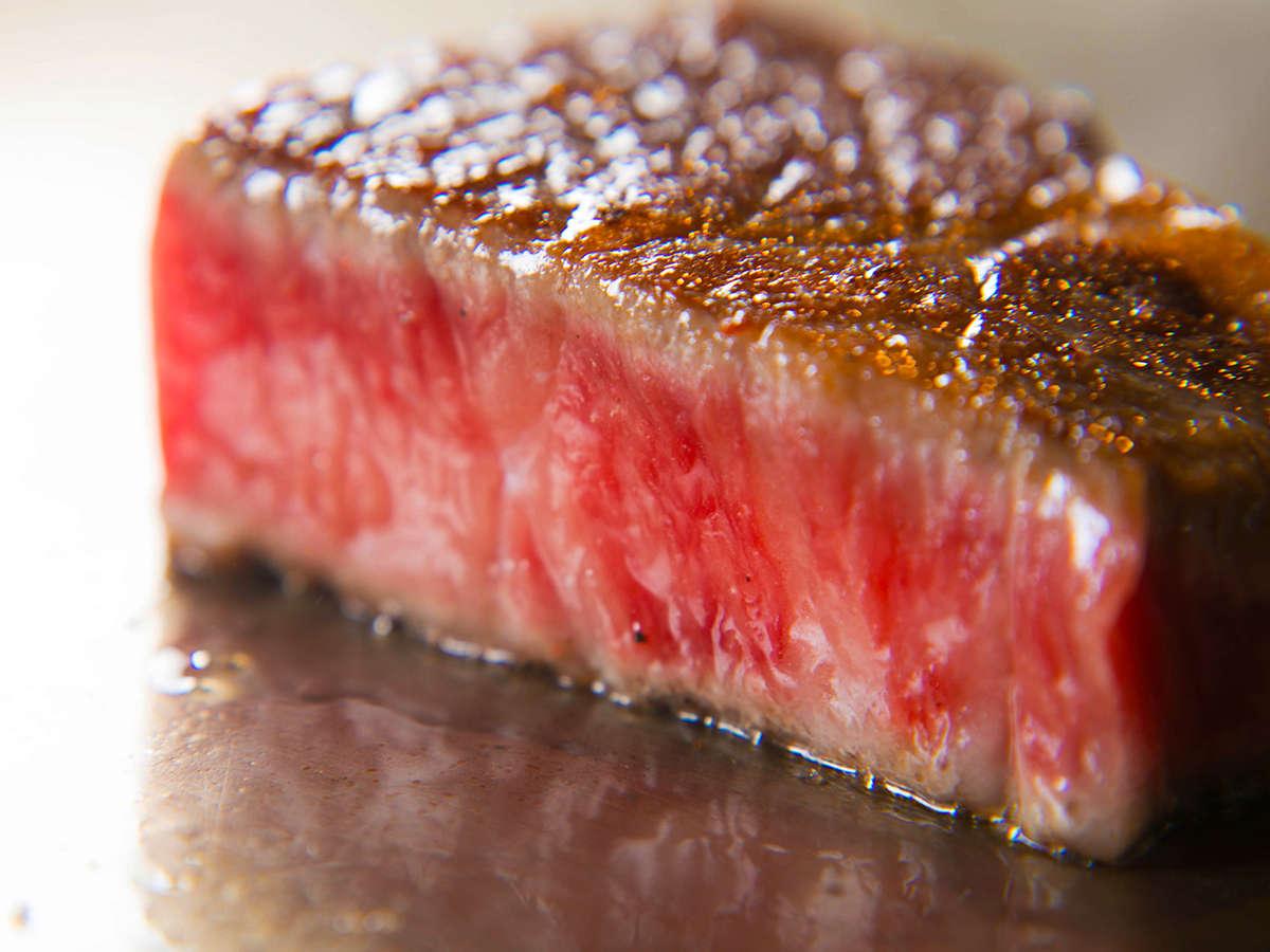【鉄板焼き】美味しさを知り尽くしたシェフが、絶妙な火加減で最高の状態に仕上げます