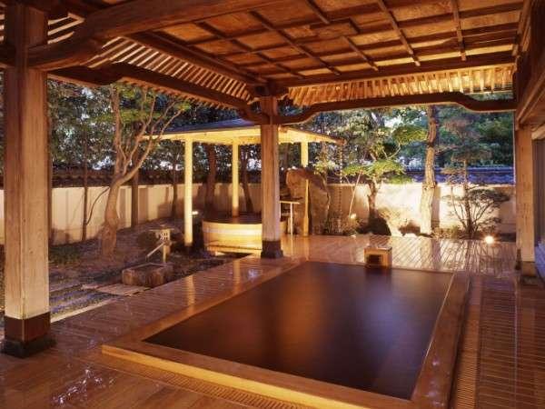 霊泉鷺乃湯。大露天風呂