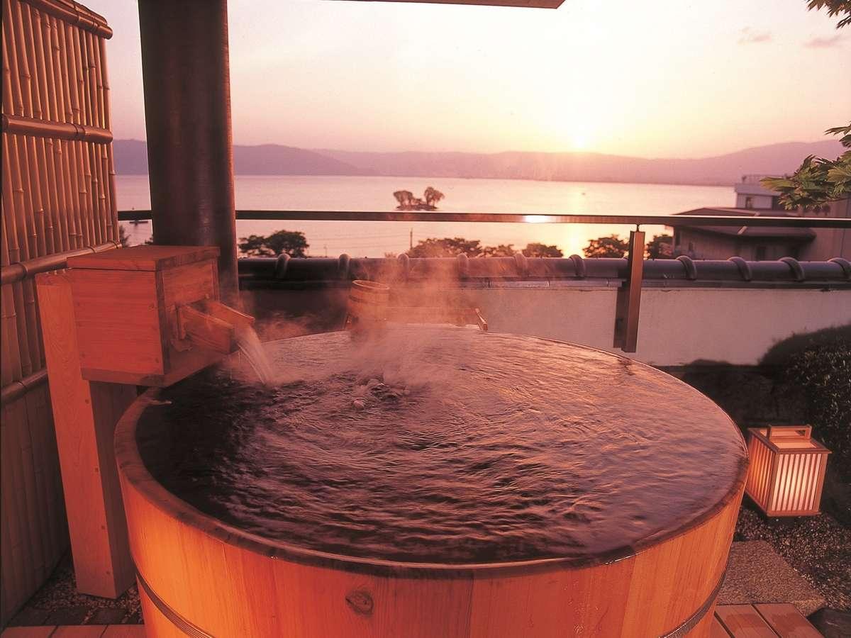 客室展望風呂から諏訪湖を望む
