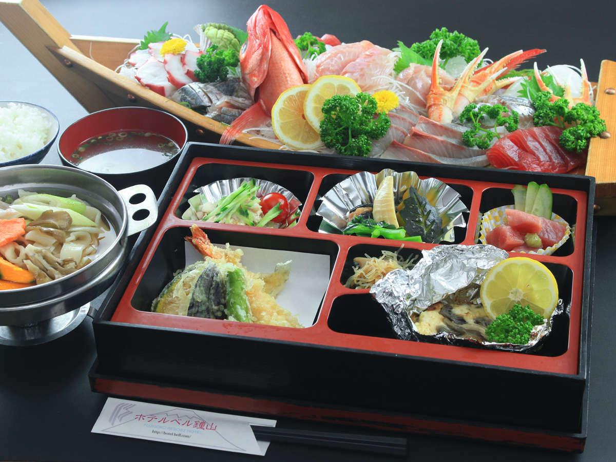 《松花堂弁当+舟盛(4名様~)》美味しい料理をすこしずつ!