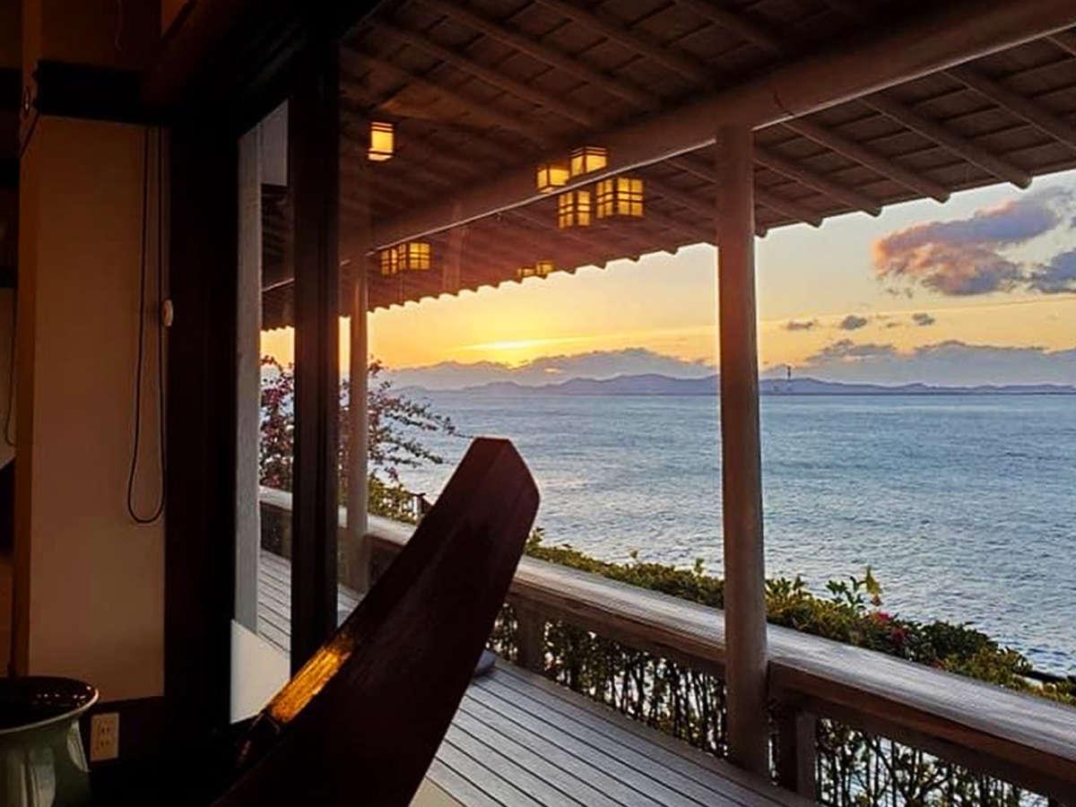 *ロビーやテラスで海を眺めながらお過ごしいただけます。