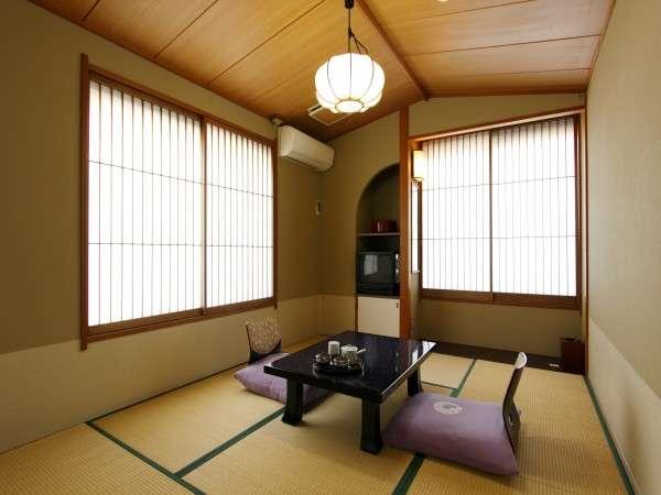 【客室一例】街側6畳の小さな客室、リーズナブルに旅の拠点や出張に最適
