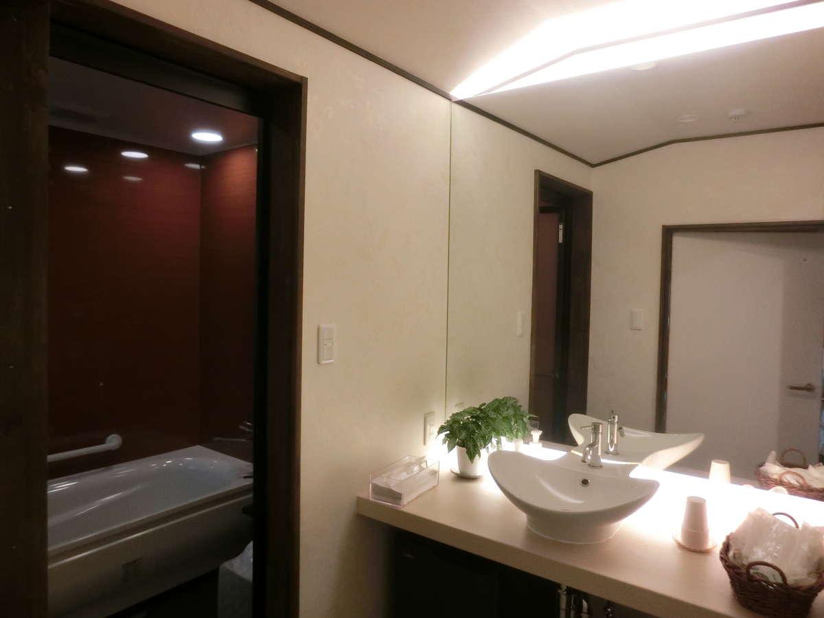1階【竹】 専用のオシャレな洗面とお風呂です。