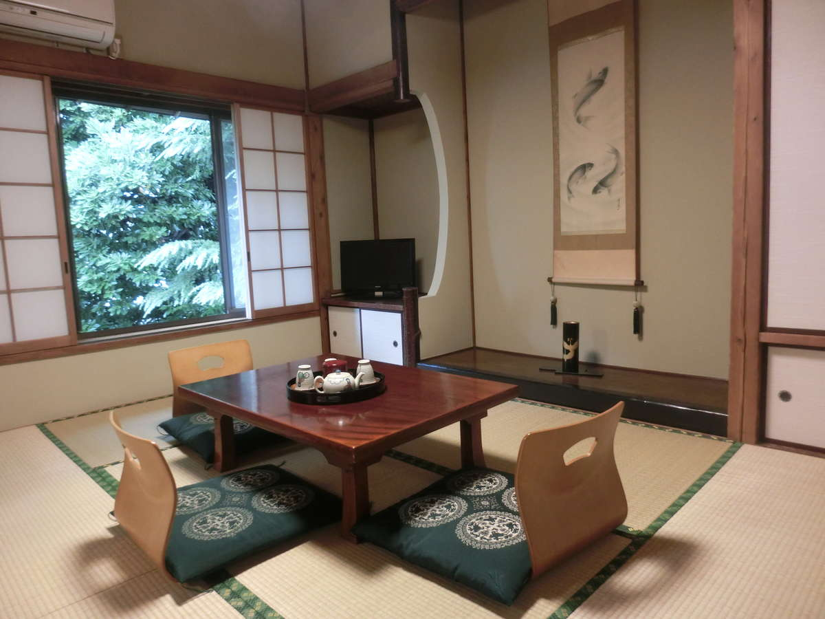 【秋月】28年夏リニューアル。6畳8畳、籐椅子セットの広々とした純和室。