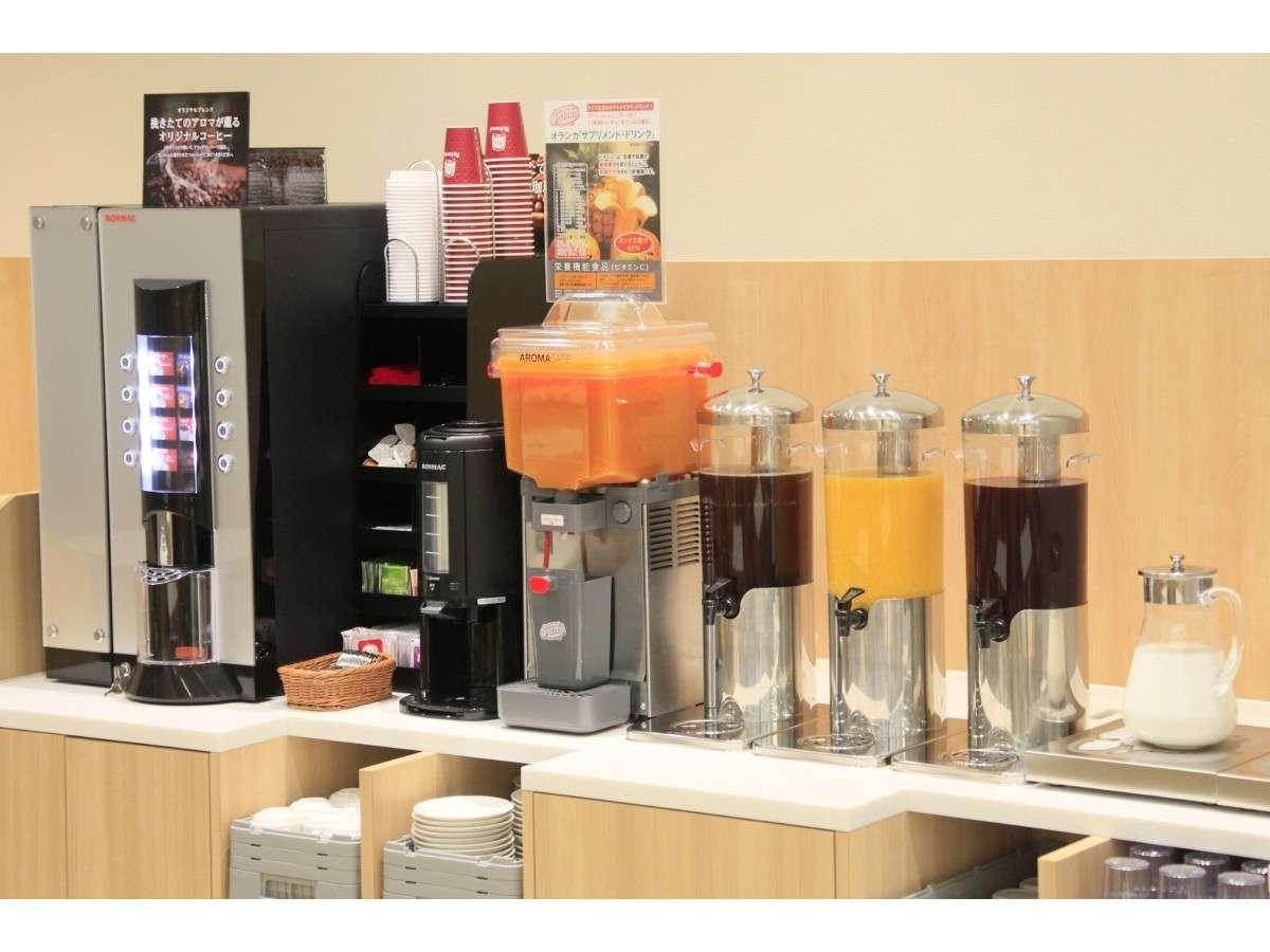 フリードリンクコーナー:コーヒーやフルーツミックスジュースなどをご用意♪