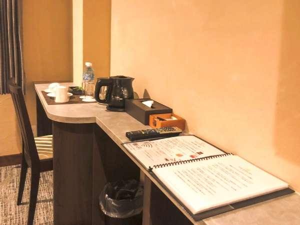 ワーケション、テレワークにも最適なデスクを本館、ツインルーム・ダブルルームには完備。