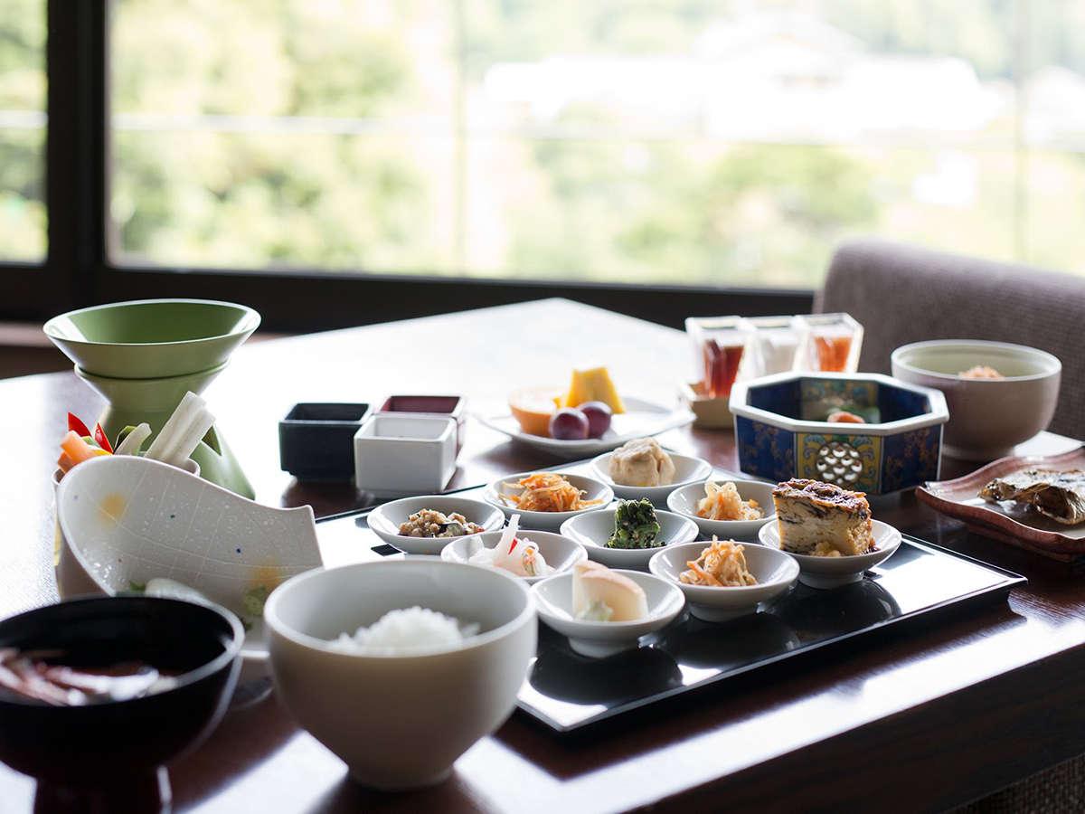 体に優しい40種類以上の食材を中心とした和朝食をお楽しみ下さい。
