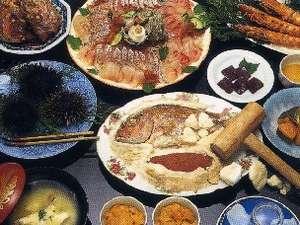 地元で獲れる新鮮な魚介類を一年中楽しめます。